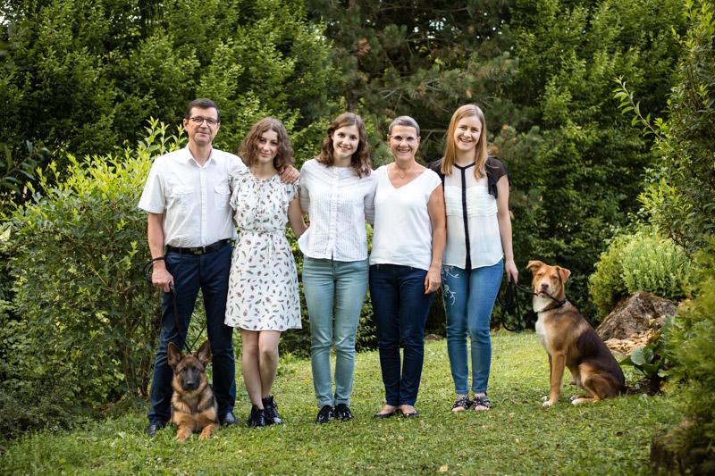 Portrait de famille avec chiens