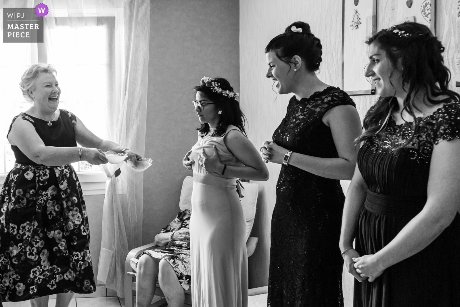 les demoiselles d'honneurs à l'habillage