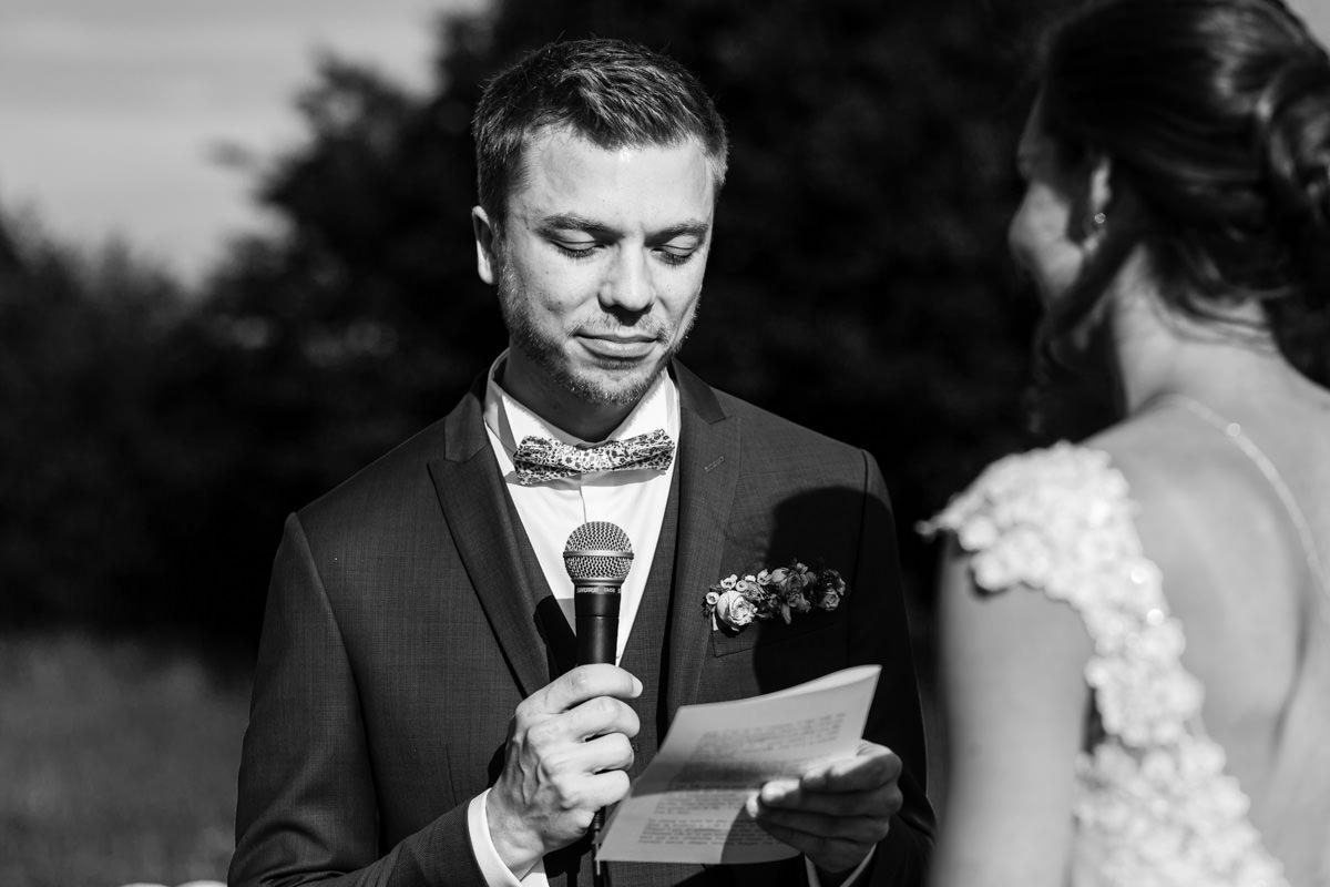 photo de mariage laïque au domaine des templiers à Glatigny