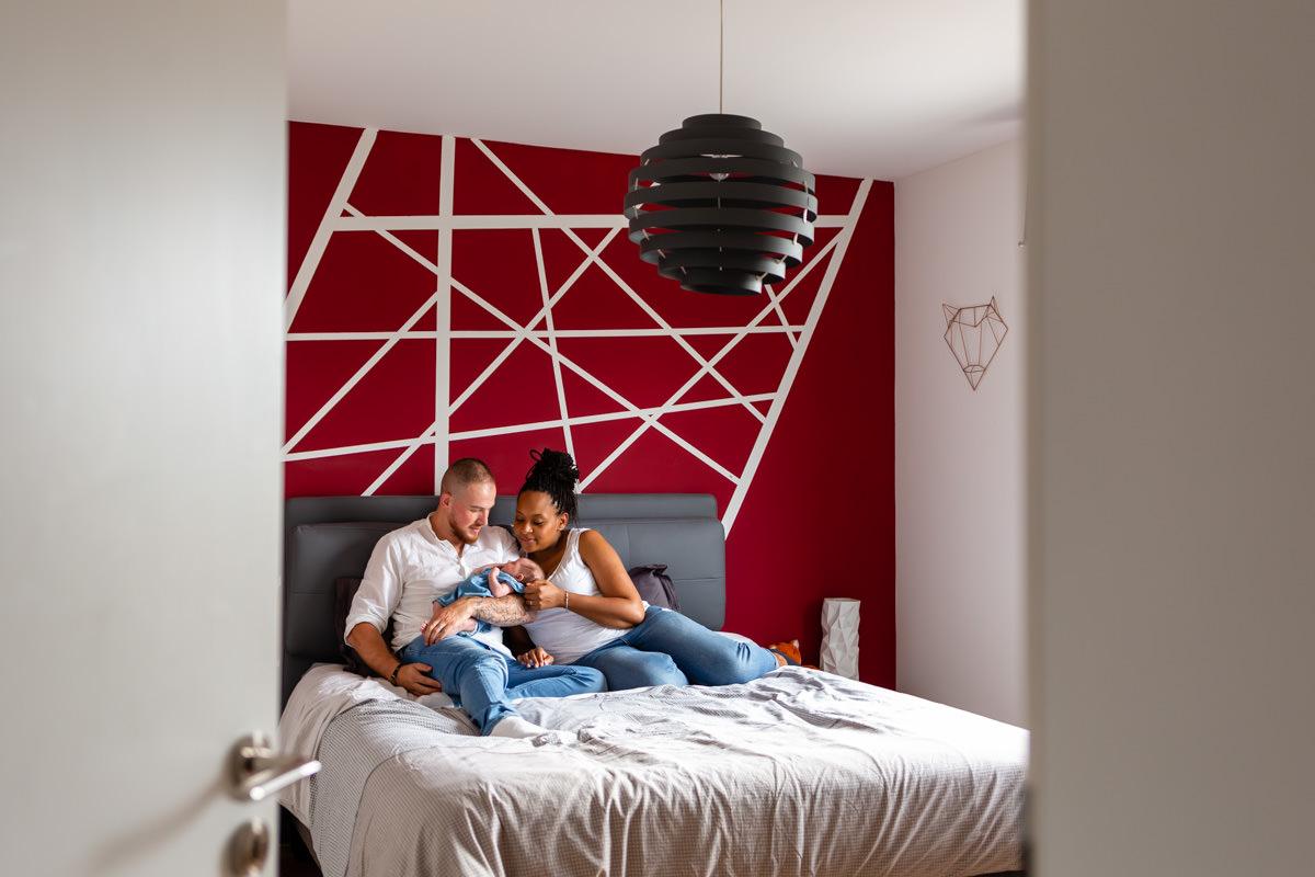 photo de famille sur le lit
