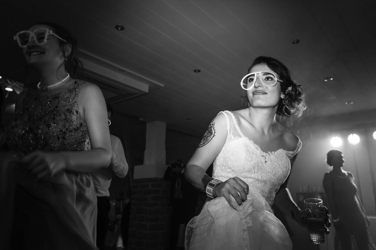 mariée qui danse lors de sa soirée au Val du Scherbach