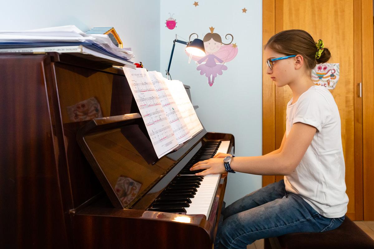 Photo d'enfant qui joue du piano à Metz