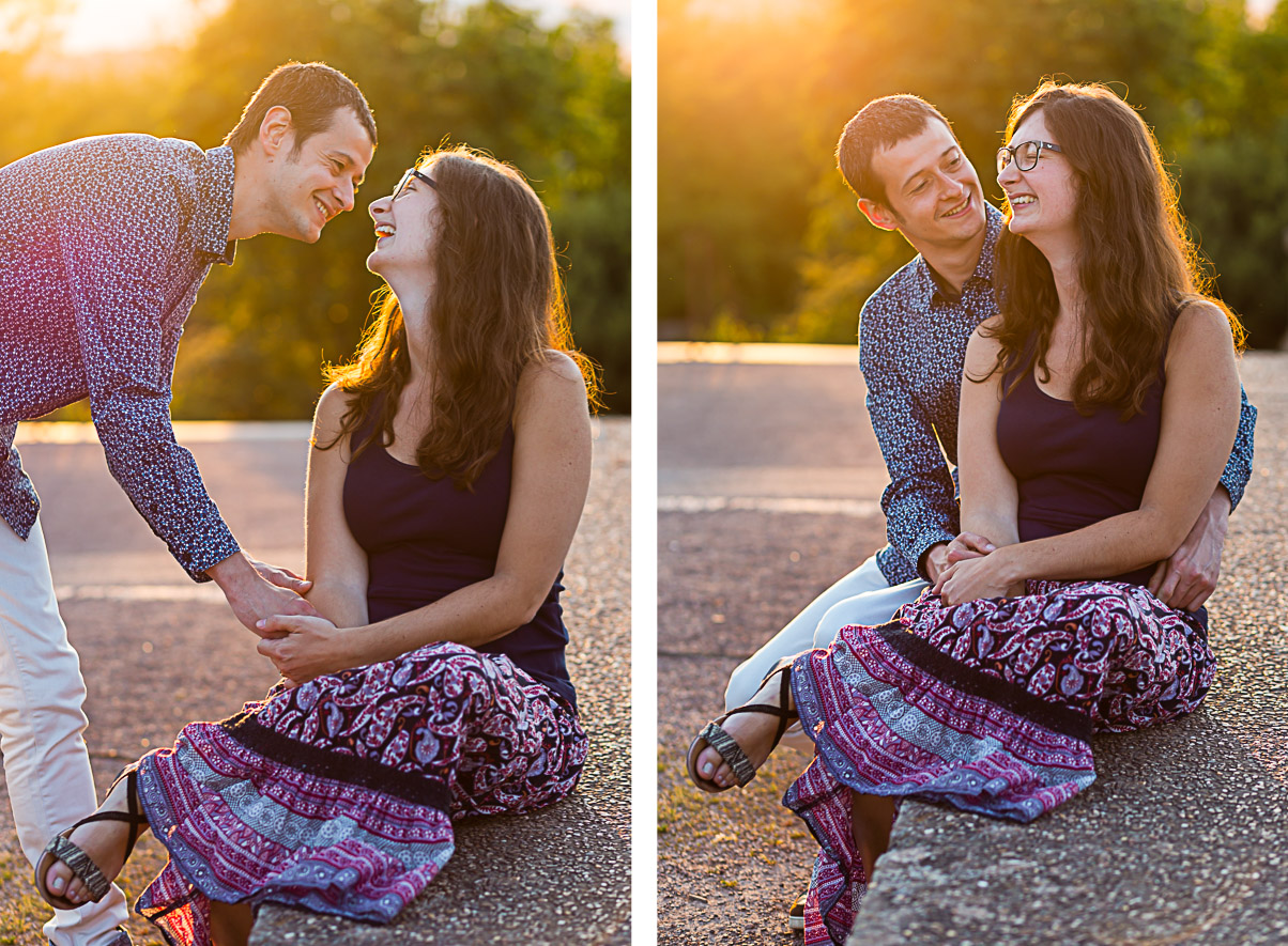 couple qui rigole dans la lumière du soleil couchant